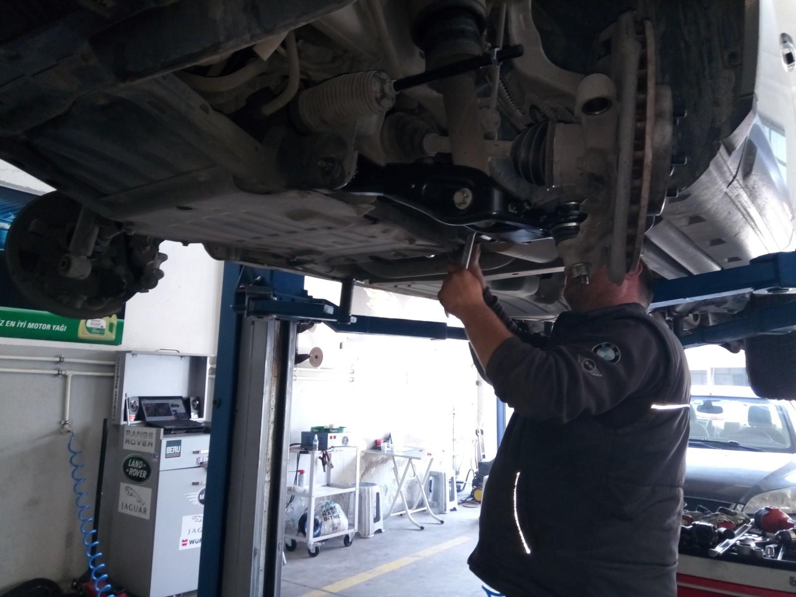 Land Rover Discovery Salıncak Değişimi