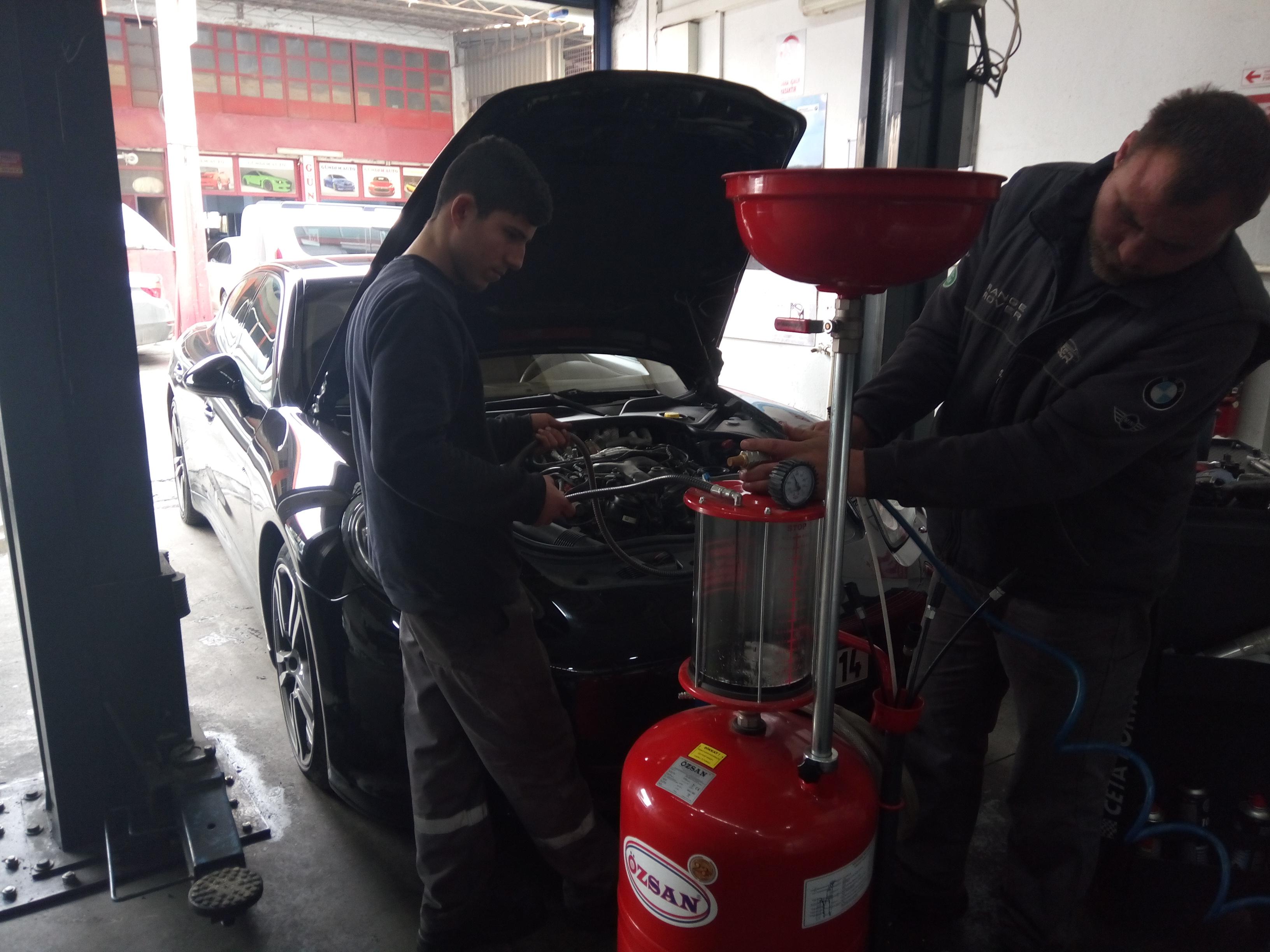 İzmir Porsche Panamera Periyodik Bakım, Motor Yağı, Yağ Filtresi, Hava Filtresi, Polen Filtresi ve Yakıt Filtresi Değişimi