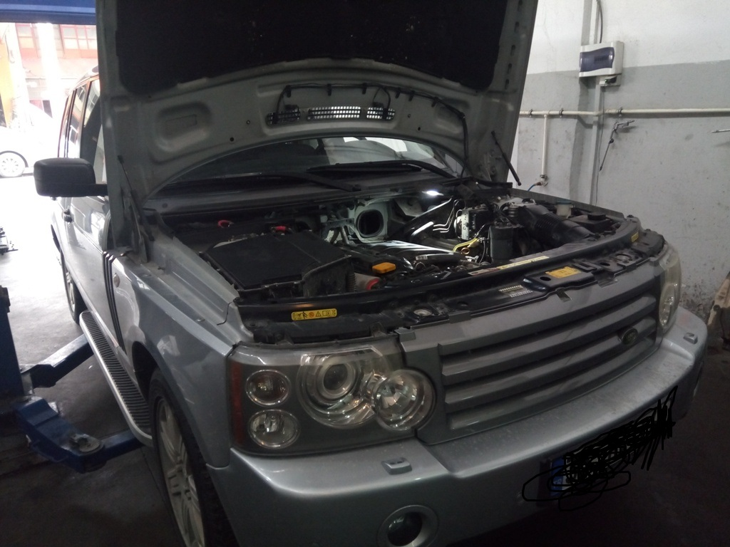 İzmir Range Rover Vogue Periyodik Bakım, Motor Yağı, Yağ Filtresi, Hava Filtresi, Polen Filtresi ve Yakıt Filtresi Değişimi